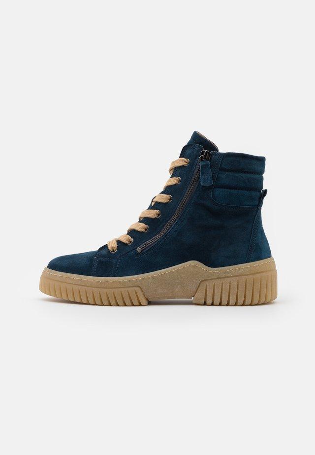Platform ankle boots - topas