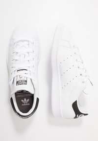 adidas Originals - STAN SMITH NEON HEEL SHOES - Joggesko - footwear white/core black - 1