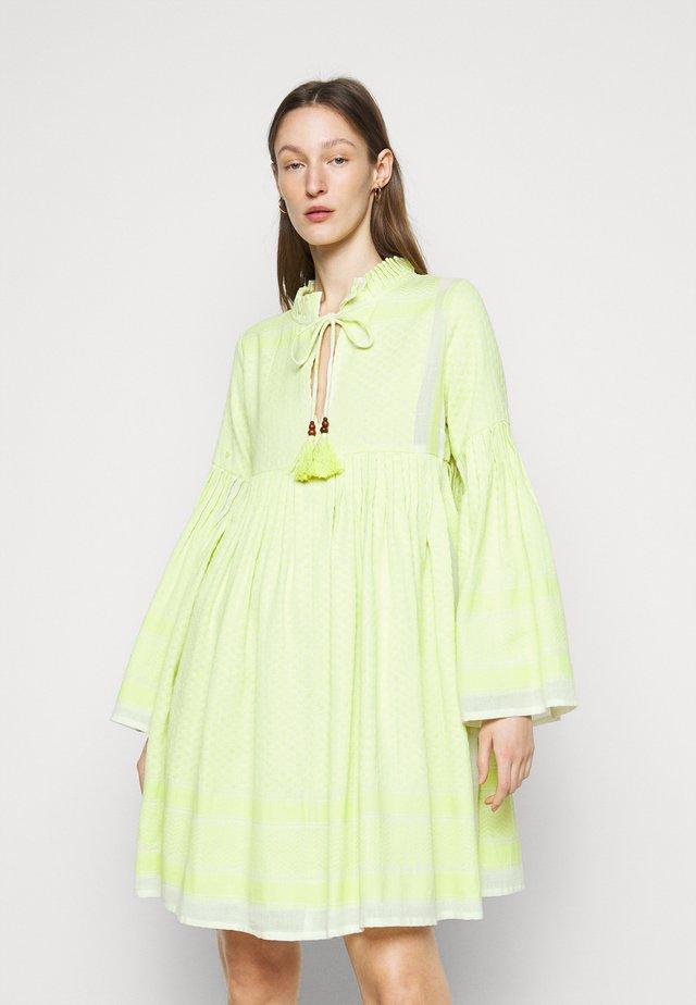SOUZARICA - Korte jurk - avocado green