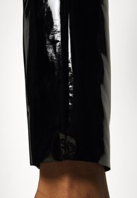 KARL LAGERFELD - PATENT - Leggings - black