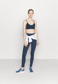 adidas Performance - BRA - Sport-BH med lätt stöd - crew navy/white - 1