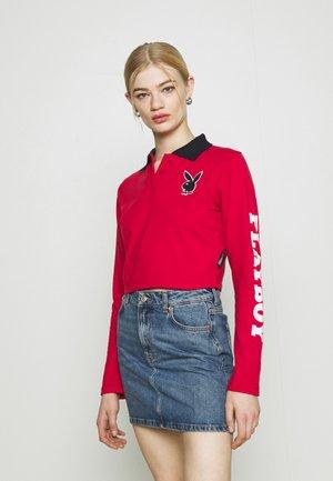 PLAYBOY VARSITY CROP - Polo shirt - red