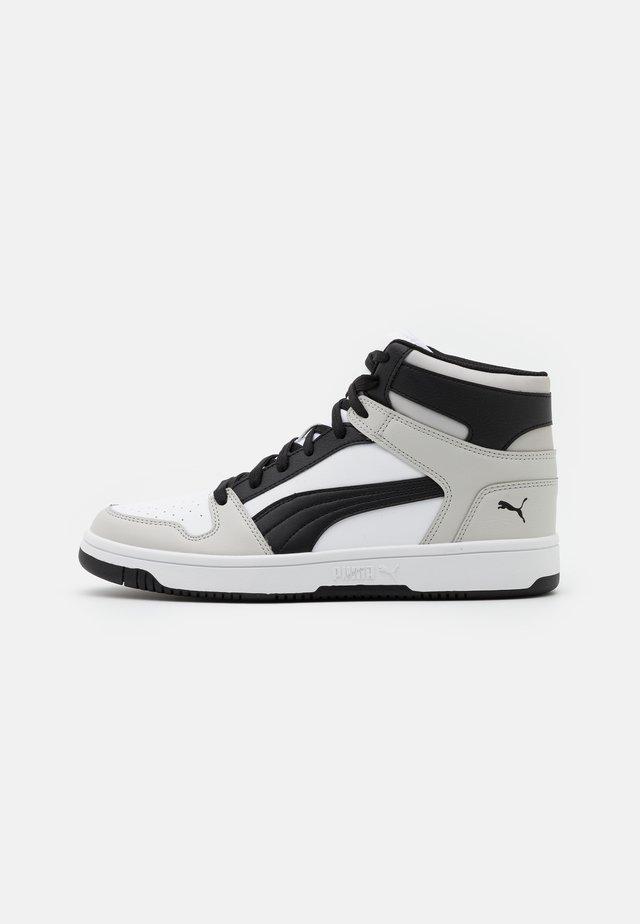 REBOUND LAYUP UNISEX - High-top trainers - white/black/gray violet