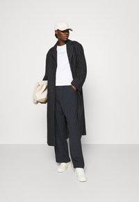 Calvin Klein - SLIM FIT 2 PACK - Triko spotiskem - bright white/mid grey heather - 1