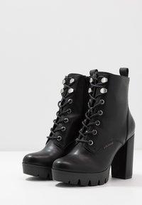 Bullboxer - Kotníková obuv na vysokém podpatku - black - 4