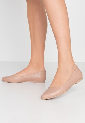 LEATHER BALLERINAS - Ballerines - nude