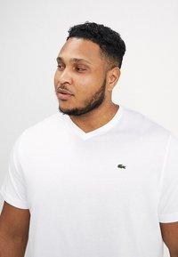 Lacoste - Basic T-shirt - blanc - 4