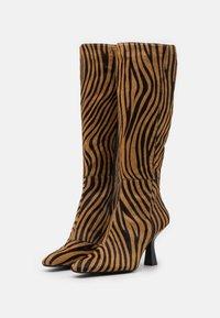 Jeffrey Campbell - HUXTABLE - Boots - tan/black - 2