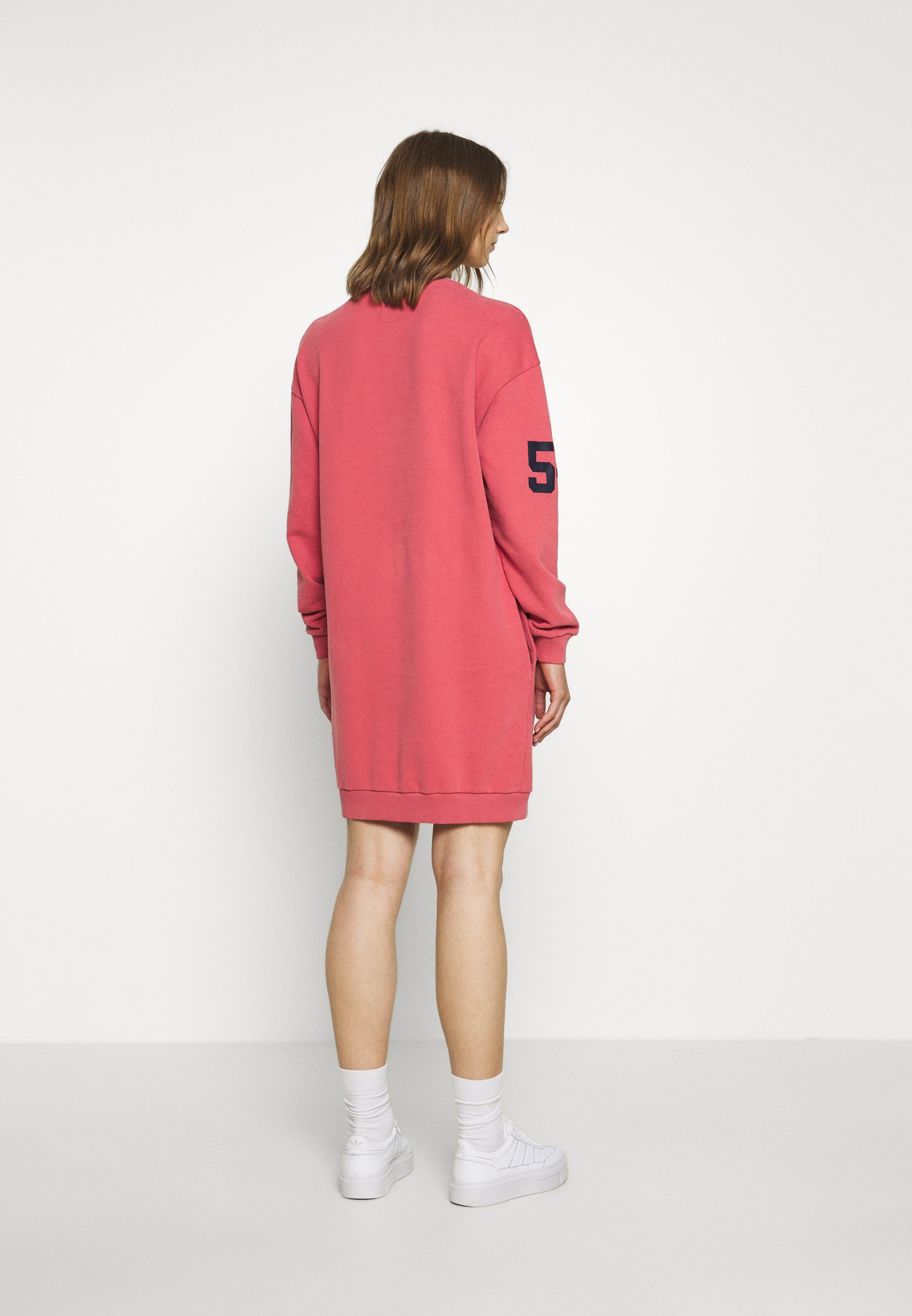 Superdry CODED SWEAT DRESS Freizeitkleid dusty pink/rosa