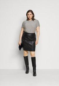 Vero Moda Curve - VMADALYN GLITTER - Basic T-shirt - silver sconce - 1