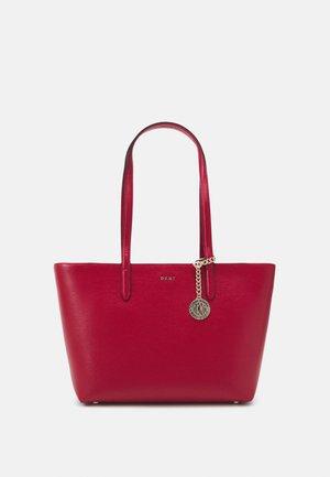 BRYANT BOX SUTTON - Sac à main - bright red