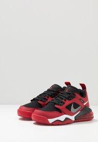 Jordan - MARS 270 LOW UNISEX - Basketball shoes - gym red/white/black - 3