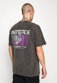 Mennace - UNKNOWN PLANETS TEE - T-shirt con stampa - black - 2