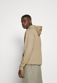 adidas Originals - HOOD OUT - Hoodie - khaki - 2