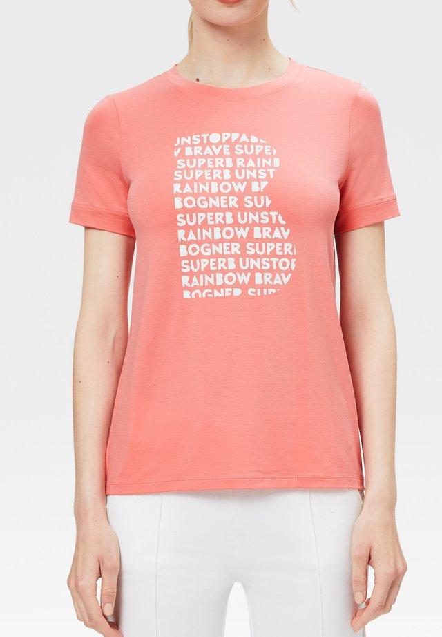 LANA - T-shirt imprimé - flamingo-rosa