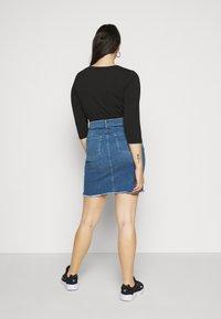 ONLY Carmakoma - CARVERA LIFEKNEE SKIRT - Denim skirt - medium blue denim - 2