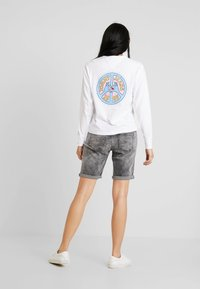 Tommy Jeans - PEACE AND LOVE LONGSLEEVE - Long sleeved top - classic white - 3
