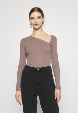 ASYMMETRIC NECKLINE - Long sleeved top - nougat/deet taupe