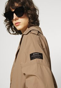 Ecoalf - OVERSIZE TRENCH WOMAN - Trenchcoat - topo - 4