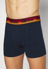 Ellesse - MENS PRINTED 2 PACK - Underkläder - grey/navy - 4