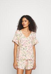 Marks & Spencer London - FLORAL SHORTIE  - Pyjamas - peach mix - 0