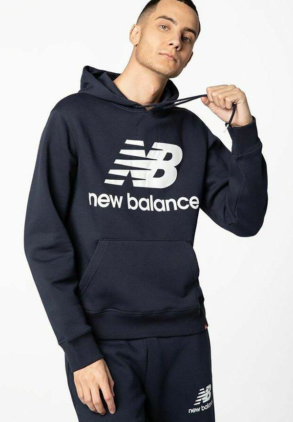 New Balance Bluza z kapturem - navy/granatowy Odzież Męska FUSG