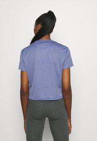 adidas Performance - Camiseta estampada - orbit violet/white - 2