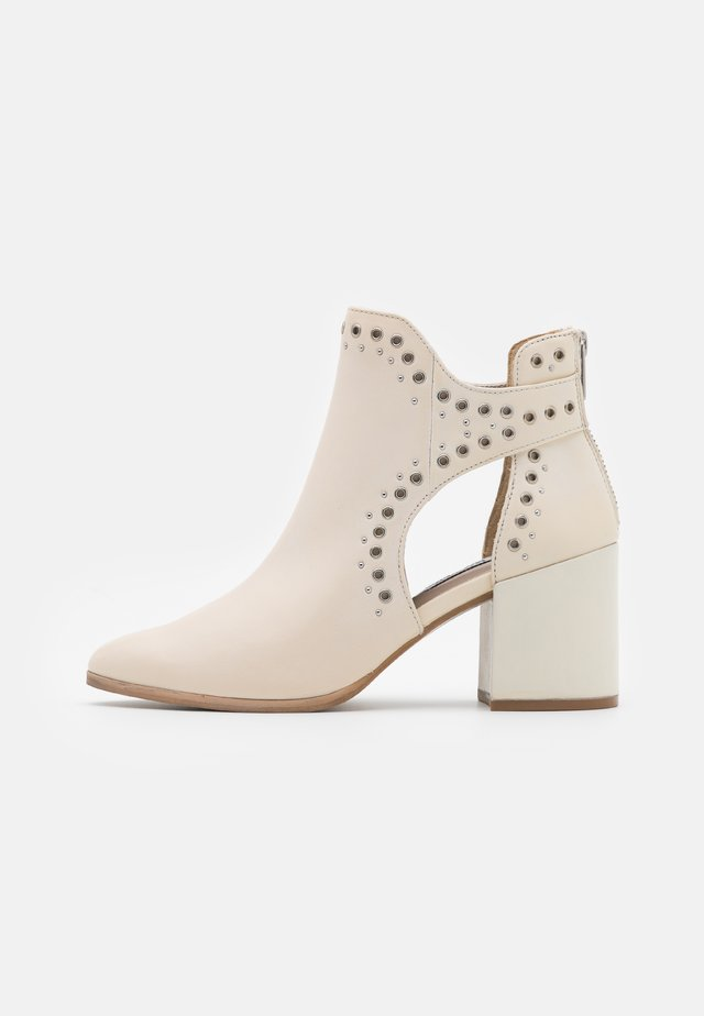 JASTINA - Ankle boot - bone