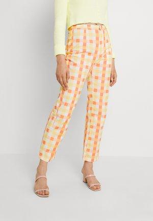 SHE ALL THAT PRINTED - Spodnie materiałowe - multi combo