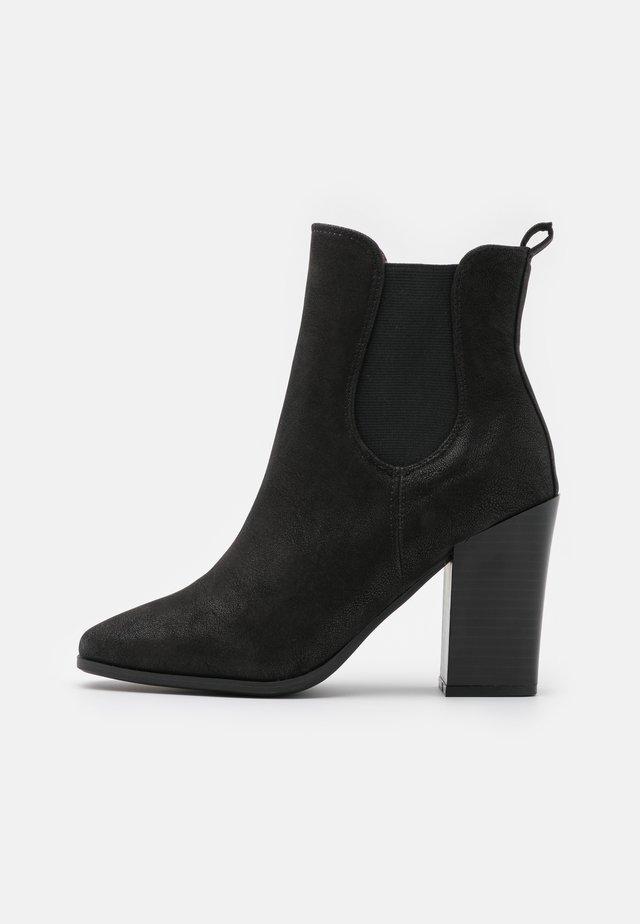 CHELSEAA - Kotníková obuv na vysokém podpatku - black