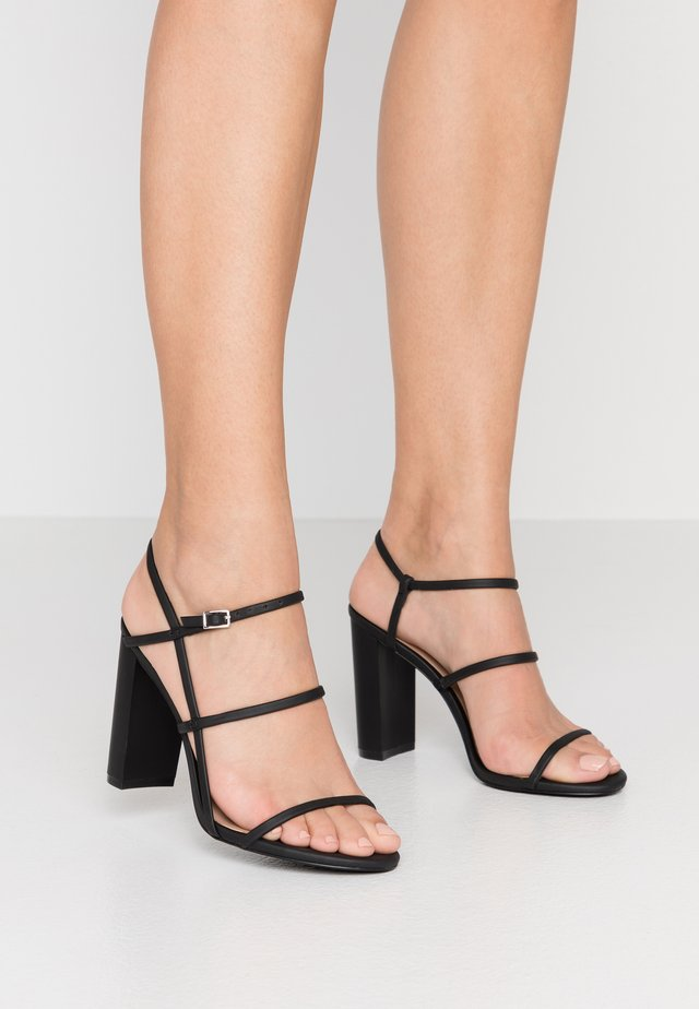 IMPRESSA - Korolliset sandaalit - black