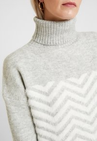 Wallis - CHEVRON FLUFF  - Jumper - grey - 4