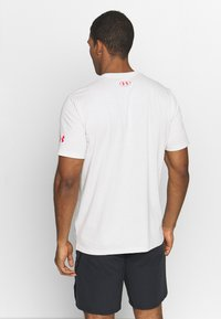 Under Armour - PROJECT ROCK BRAHMA BULL  - T-shirt print - summit white/versa red - 2