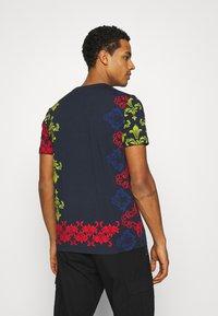 Carlo Colucci - UNISEX - Print T-shirt - navy - 2