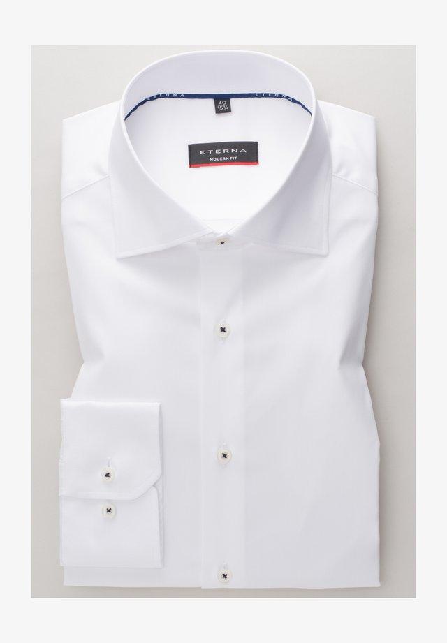 MODERN FIT - Skjorter - weiß