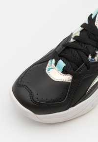 Reebok - XEONA UNISEX - Sports shoes - black/silver metallic - 5