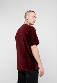 Topman - STRIPE TEE - T-shirt basic - burgundy - 2