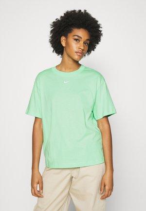 Basic T-shirt - cucumber calm