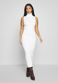 Missguided Petite - ROLL NECK SLEEVELESS DRESS - Gebreide jurk - white - 0