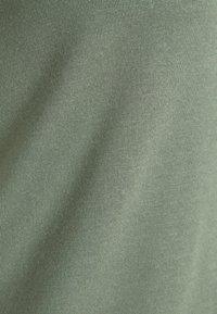 Vero Moda Curve - VMAVA  - Jednoduché triko - laurel wreath - 4