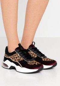 KARL LAGERFELD - LAZARE LEOPARD - Sneakers - wine - 0