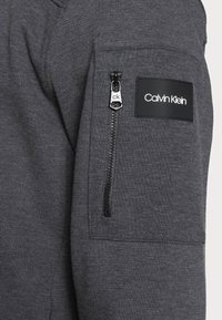 Calvin Klein - TEXTURE BLOCK ZIP JACKET - Mikina na zip - dark grey heather - 4