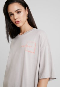 Monki - CISSI TEE  - T-shirts - grey - 4