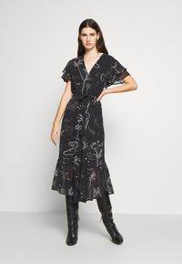 Lily & Lionel - DREW DRESS - Denní šaty - mystic palm - 0