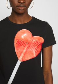 Love Moschino - Printtipaita - black/red - 5