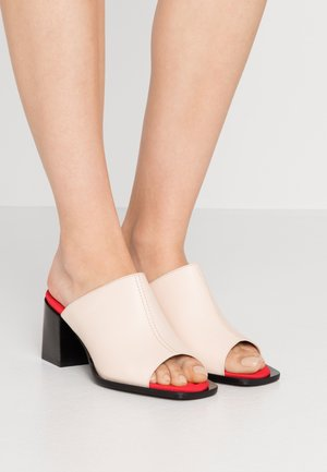 EFEBO - Pantofle na podpatku - nudo