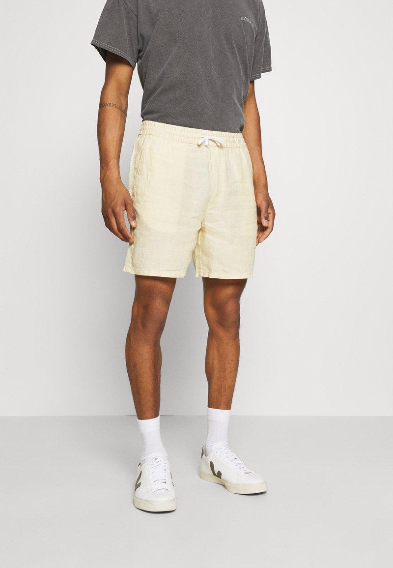 Weekday - OLSEN - Shorts - beige