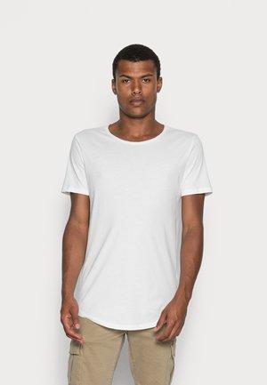 SHAPED TEE - T-shirt basique - cloud dancer