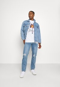Mennace - ON THE RUN DISTRESSED - Relaxed fit jeans - blue - 1