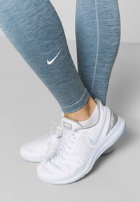 Nike Performance - ONE - Medias - valerian blue/white